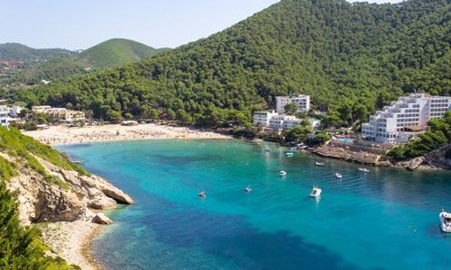 Alojarse en Cala Llonga en Ibiza